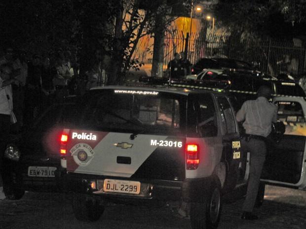 Policial simula abordagem que resultou na morte de empresário (Foto: Roney Domingos/ G1)