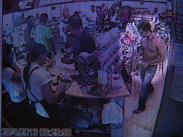 Vídeo mostra motorista em padaria logo após atropelar e amputar jovem em Americana (SP) (Foto: Reprodução EPTV)