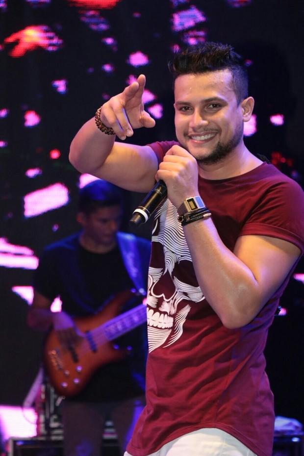 Israel Novaes canta em micareta em Fortaleza, no Ceará (Foto: Fred Pontes/ Divulgação)