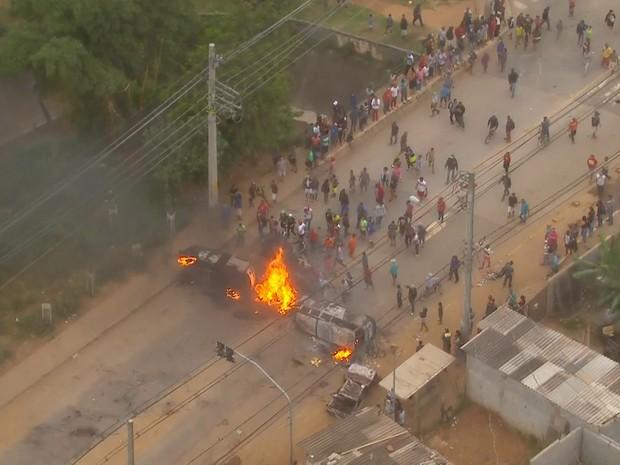Incêndio em protesto contra reintegração de posse no jardim Iguatemi, na Zona Leste de SP (Foto: Reprodução/TV Globo)
