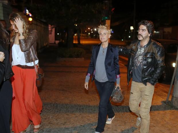 Sasha, Xuxa e Junno Andrade em restaurante na Zona Oeste do Rio (Foto: Ag. News)