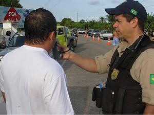 Teste do bafômetro será realizado nas estradas federais que cortam o RN (Foto: Divulgação/PRF-RN)