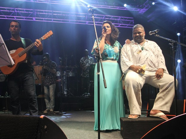 Rogê com Maria Rita e Arlindo Cruz em show na Zona Portuária do Rio (Foto: Thyago Andrade/ Brazil News)