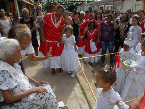Coroação da Impetratriz e Marabaixo de rua na Festa do Divino (Foto: Gabriel Penha/G1-AP)