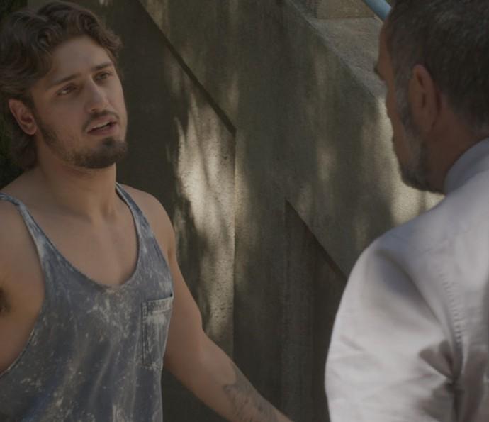 Rafael é agredido por Germano após vazamento das fotos com Eliza (Foto: TV Globo)