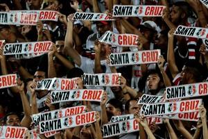 Torcida Santa Cruz (Foto: Aldo Carneiro/ Pernambuco Press)