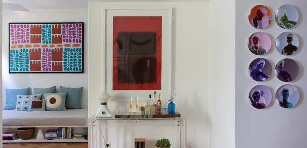 sala-obras-de-arte-almofadas-azul (Foto: Juliano Colodeti – MCA estúdio)