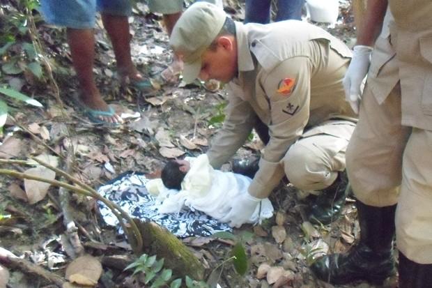 Bebê é encontrado abandonado em mata, em Niquelândia, Goiás (Foto: Divulgação/Corpo de Bombeiros)