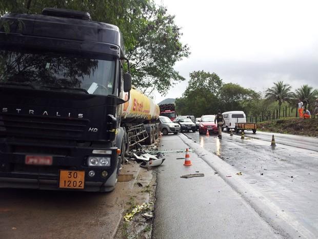Acidente aconteceu próximo ao presídio de Xuri, em Viana. (Foto: Eliomar Caetano/ G1ES)