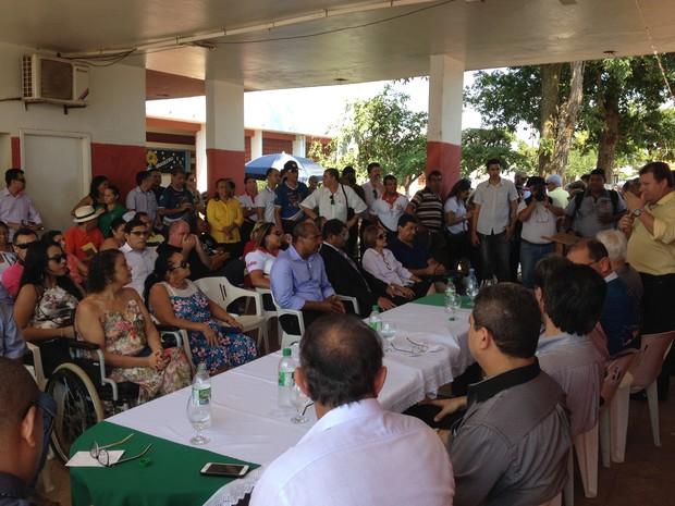 Durante a cerimônia de abertura do encontro algumas pessoas foram homenageadas. (Foto: Júnior Freitas)