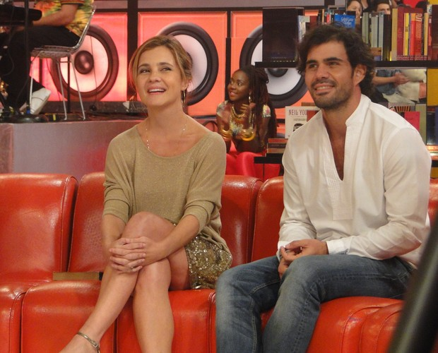 Adriana Esteves e Juliano Cazarré (Foto: Esquenta! / TV Globo)