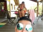 Felipe Franco faz selfie e bumbum de Juju Salimeni chama atenção