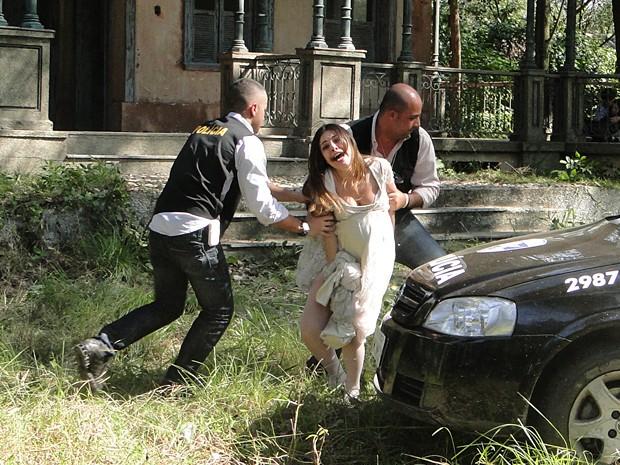 Cristal é presa, após sequestrar Alexia (Foto: Malhação / TV Globo)