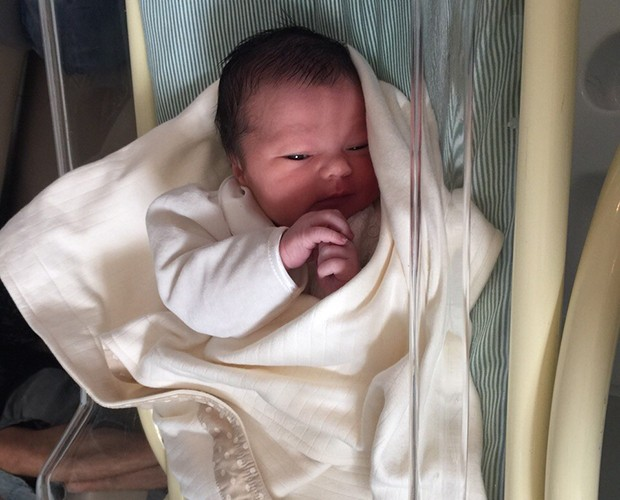Ella, a filha do guitarrista da banda Kita, nasceu na manhã após o programa (Foto: Arquivo Pessoal)
