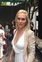 Ludmila Dayer dispensa sutiã e posa em look sexy: 'Decote está no lugar'