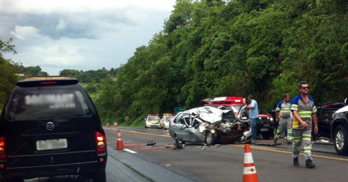Colisão entre 2 veículos deixa duas vítimas graves em rodovia - Globo.com
