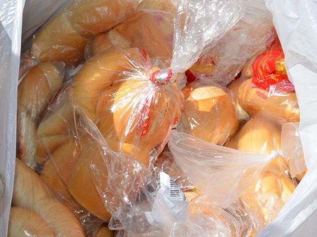 Tradição ensina que pão deve ser guardado na farinha ou no arroz (Foto: Marina Fontenele/G1)