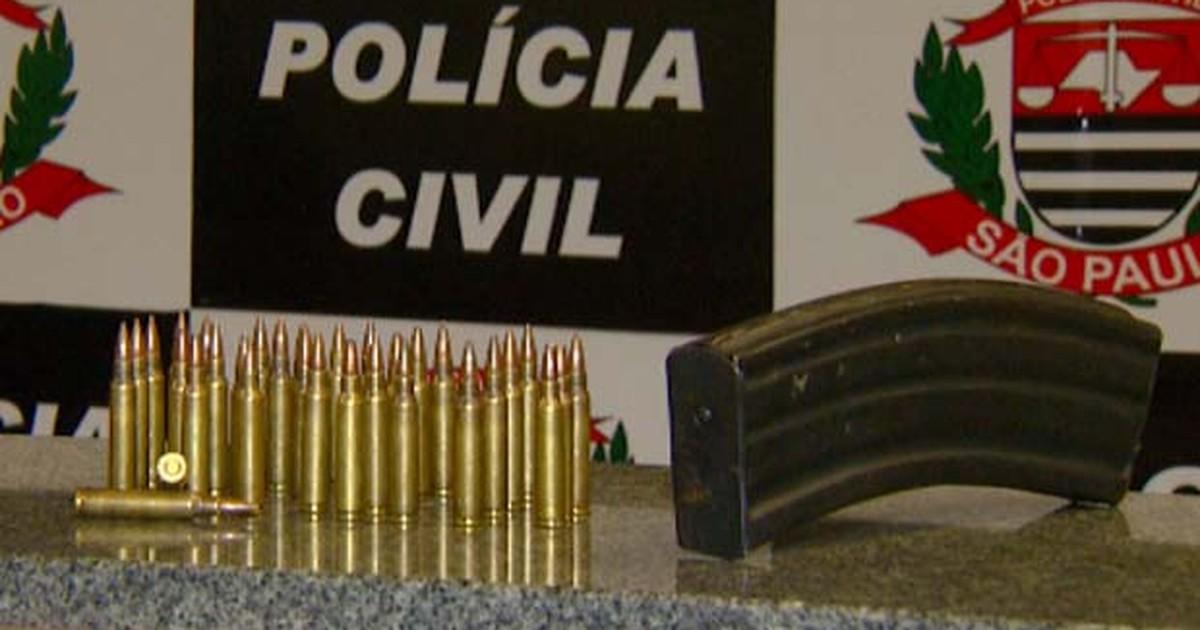 Com fuzis, bandidos fazem reféns em roubo, atiram na Guarda e ... - Globo.com