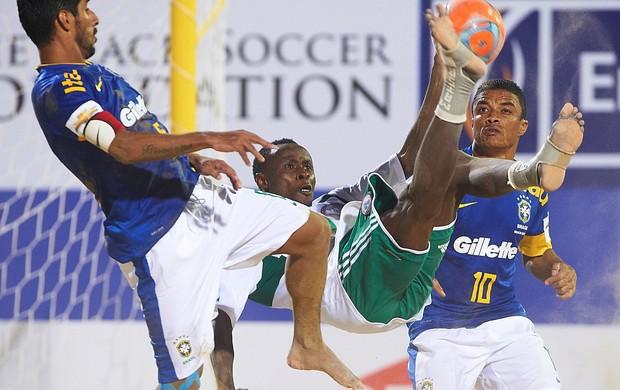 Brasil e Nigéria futebol de areia Copa Intercontinental em Dubai (Foto: Divulgação/BSWW)