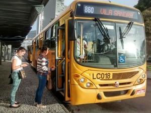 Ônibus Curitiba  (Foto: Adailton Lucio / RPC)