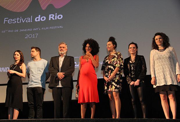 """Sheron Menezzes com elenco do filme no filme """"BIO"""" no Cine Odeon (Foto: Wallace Barbosa/ AgNews)"""