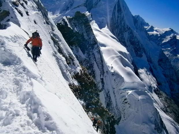 Alpinista paranaense chega ao topo de montanha que nunca havia sido escalada (Dino Camargo/ arquivo pessoal)