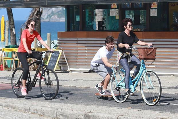 Klebber Toledo, Camila Queiroz e Eliane (Foto: Dilson Silva/ AgNews)