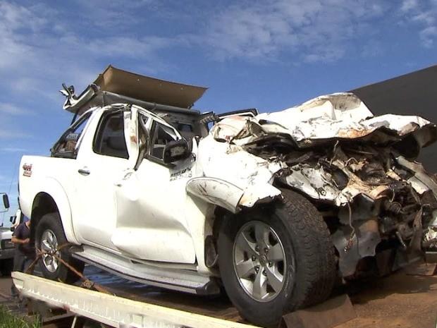 Caminhonete envolvida em acidente na BR-163  (Foto: Reprodução/Tv Morena)