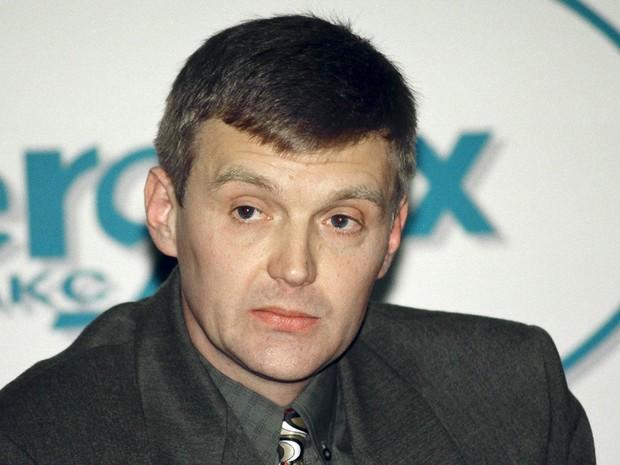 Retrato de Alexander Litvinenko em novembro de 1998, quando integrava o serviço de segurança russo FSB (Foto: Vasily Djachkov/Reuters/Arquivo)