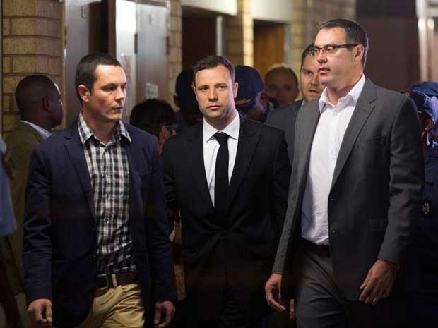 Pistorius começa a conhecer nesta quinta-feira (11) o veredito de seu julgamento pela morte, a tiros de sua namorada. (Foto: Rogan Ward / Reuters)