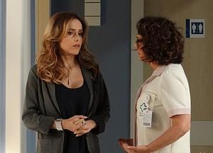 Ordália diz que a médica está com ciúmes do filho (Foto: Amor à Vida / TV Globo)