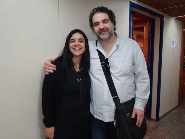 Filipe Miguez e Izabel de Oliveira aparecem de surpresa na gravação de Cheias (Foto: Cheias de Charme / TV Globo)