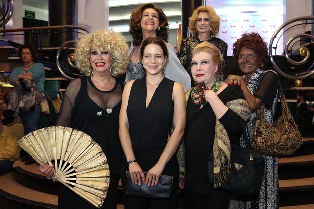 Leandra Leal com o elenco de 'Divinas Divas' (Foto: Roberto Filho / Brazil News)