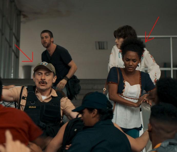 Rose se desespera ao dar de cara com o policial que lhe prendeu (Foto: TV Globo)