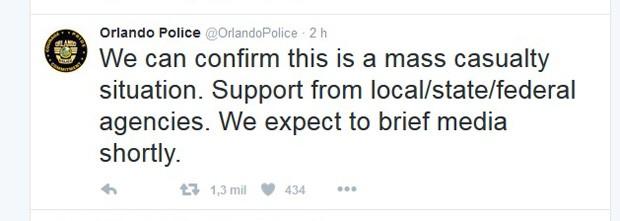"""""""Podemos confirmar que se trata de uma situação com feridos em massa. Apoio de agências locais/estaduais/federais. Vamos fazer um pronunciamento à imprensa em breve"""", diz tuíte da polícia de Orlando (Foto: Twitter/Polícia de Orlando)"""