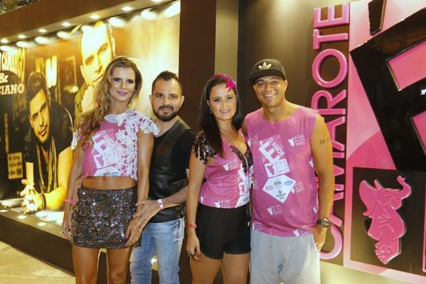 Luciano Camargo com a mulhe, Flavia Fonseca, e Lucielle Di Camargo e Denilson (Foto: Delson Silva/AgNews)