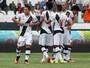 Com gols de Éderson, Vasco vence Atlético-GO e lidera isolado a Série B