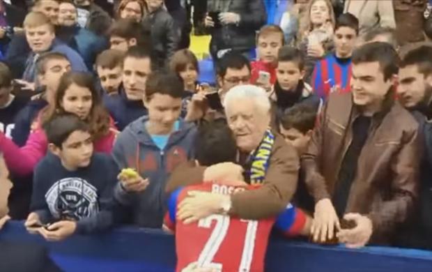BLOG: Torcedor dá abraço caloroso em Pepe Rossi e o agradece por reforçar o Levante