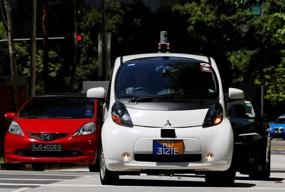 Primeiro táxi sem motorista começa a andar nas ruas de Cingapura (Foto: Edgar Su/Reuters)