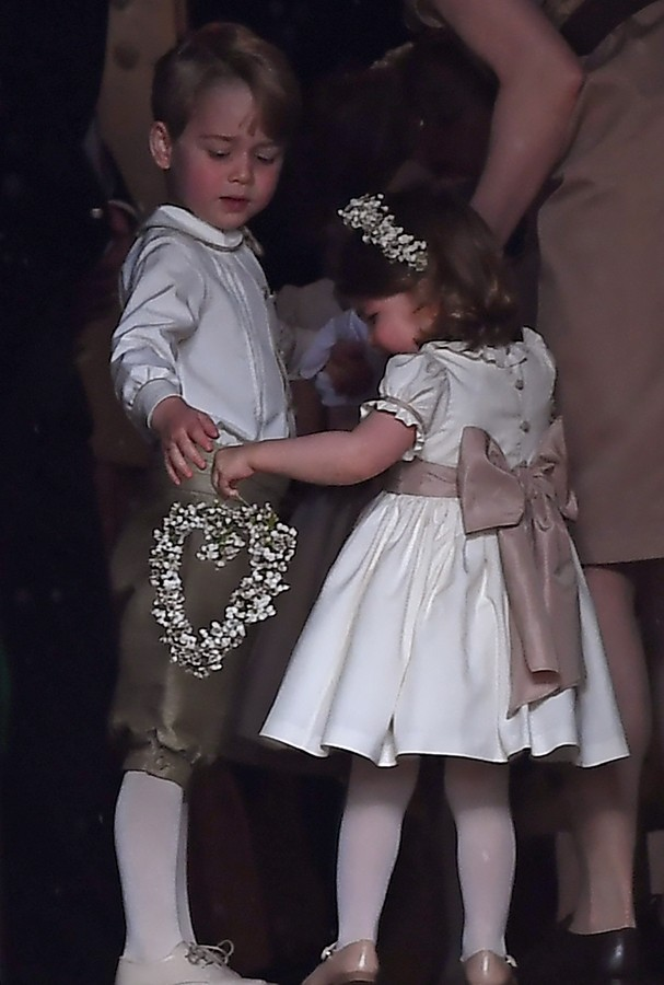 ENGLEFIELD GREEN, ENGLAND - MAY 20: Britain's prince George (L), a pageboy, attends the wedding of his aunt Pippa Middleton to James Matthews at St Mark's Church on May 20, 2017 in Englefield Green, England.  (Photo by Justin Tallis - WPA Pool/Getty Image (Foto: Getty Images)