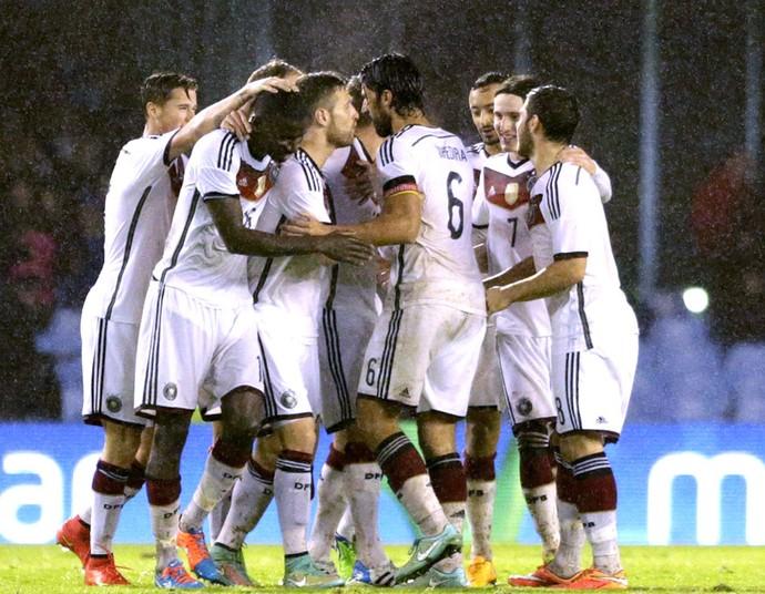 Toni Kross comemora gol da Alemanha contra a Espanha (Foto: Agência EFE)
