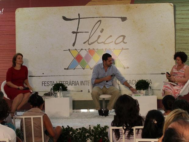 Filha do autor, Sônia Rodrigues (à direita), participou da mesa  (Foto:  (Foto: Ida Sandes/ G1))
