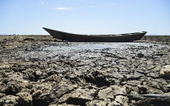Com a falta de chuva na nascente do Rio São Francisco, o reservatório de Sobradinho vive a maior seca de sua história (Foto: Marcello Casal Jr/Agência Brasil)