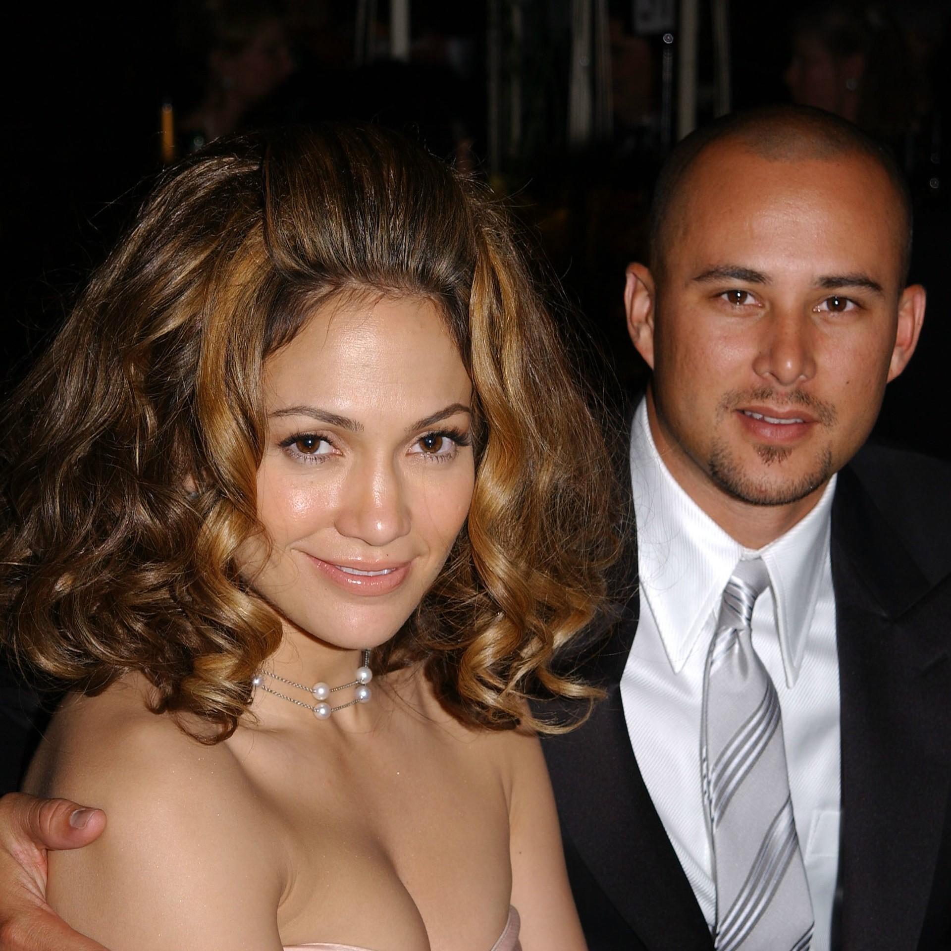 Jennifer Lopez e o ator e coreógrafo Cris Judd, ambos de 44 anos, se casaram em setembro de 2001. Em junho do ano seguinte, contaram que já estavam separados havia um mês. E antes de aquele ano acabar, em novembro, J.Lo ficou noiva do ator Ben Affleck. (Foto: Getty Images)