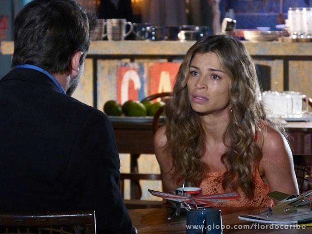 Ester desabafa com Cassiano (Foto: Flor do Caribe / TV Globo)