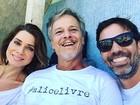 Letícia Spiller, Marcelo Novaes e Marcelo Faria posam juntos em foto