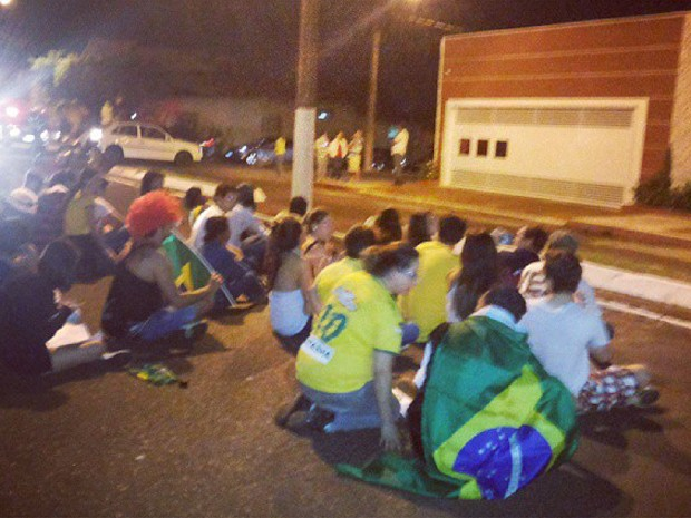 Ato reúne manifestantes em frente à casa do deputado Marco Feliciano (Foto: Jorge Morato/Divulgação)