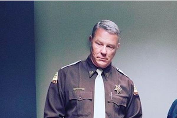 James Hetfield, do Metallica, nos bastidores do filme sobre o serial killer Ted Bundy (Foto: Instagram)