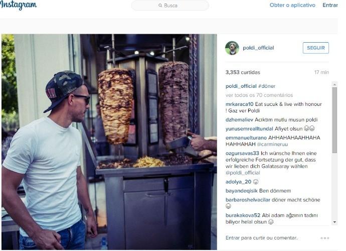BLOG: Água na boca: atacante alemão Lukas Podolski posta foto ao lado de Kebab