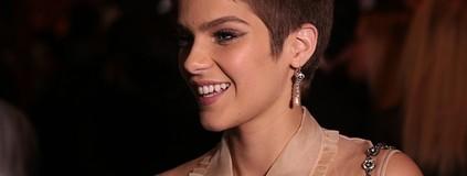 Isabella Santoni não sofreu com corte de cabelo radical